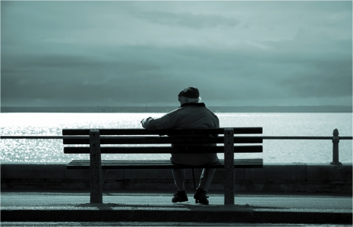 7779714883_pour-en-finir-avec-la-solitude-des-personnes-agees.jpg